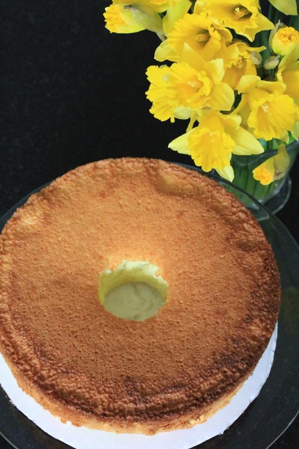 Daffodil Cake pre frosting