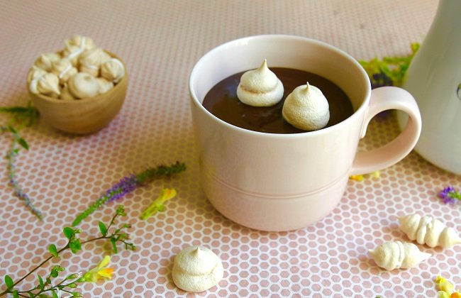 HOT CHOCOLATE WITH TINY MERINGUES
