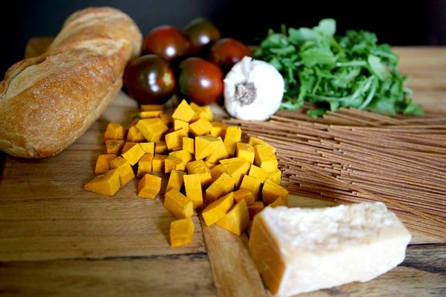 Linguine, heirloom tomatoes, arugula, garlic, baguette of bread, Parmesan cheese